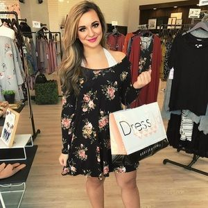 Forever 21 Dresses - Forever 21 Floral Long Sleeve Dress